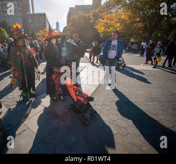 Greenwich Village, New York, USA. 31st Oct, 2018. Hundreds of adults and children in Washington Square Park in Greenwich Village in New York on Wednesday, October 31, 2018 march in the 28th Annual Children's Halloween Parade. The annual child and family friendly parade gathers in the park at the fountain and marches around the park ending in a celebration art New York University. (© Richard B. Levine) Credit: Richard Levine/Alamy Live News - Stock Photo