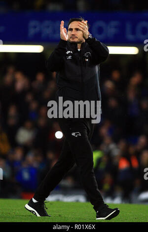 Derby County Manager Frank Lampard claps the supporters after the game.  EFL Carabao Cup, round 4 match, Chelsea v Derby County at Stamford Bridge in London on Wednesday 31st October 2018.  this image may only be used for Editorial purposes. Editorial use only, license required for commercial use. No use in betting, games or a single club/league/player publications. pic by Steffan Bowen/ Andrew Orchard sports photography/Alamy Live news - Stock Photo