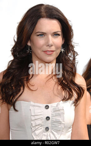 Lauren Graham  arriving at the EVAN ALMIGHTY  Premiere at the Gibson Amphitheatre at the City walk Universal in Los Angeles.  headshot smileGrahamLauren 262 Red Carpet Event, Vertical, USA, Film Industry, Celebrities,  Photography, Bestof, Arts Culture and Entertainment, Topix Celebrities fashion /  Vertical, Best of, Event in Hollywood Life - California,  Red Carpet and backstage, USA, Film Industry, Celebrities,  movie celebrities, TV celebrities, Music celebrities, Photography, Bestof, Arts Culture and Entertainment,  Topix, headshot, vertical, one person,, from the year , 2007, inquiry tsu - Stock Photo