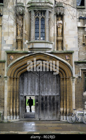 Entrance gate to St John's College - seen from St Giles - Oxford University, England, UK. Showing college crest and statues of founder Sir Thomas White and also Bishop Chichele