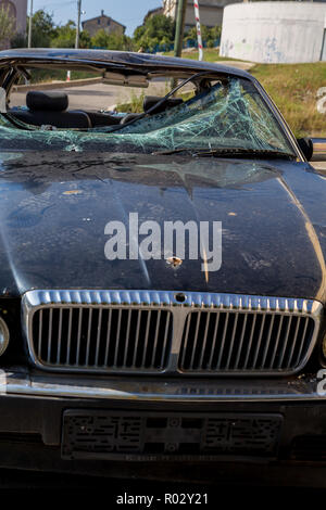 Front view Abandon on the street Rusty Daimler Six/Jaguar XJR with Broken Windshield - Stock Photo