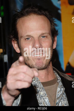 Peter Berg arriving at the Smokin' Aces at the Chinese Theatre In Los Angeles. January 18, 2007.  eye contact portrait headshot pointing fingerBergPeter049 Red Carpet Event, Vertical, USA, Film Industry, Celebrities,  Photography, Bestof, Arts Culture and Entertainment, Topix Celebrities fashion /  Vertical, Best of, Event in Hollywood Life - California,  Red Carpet and backstage, USA, Film Industry, Celebrities,  movie celebrities, TV celebrities, Music celebrities, Photography, Bestof, Arts Culture and Entertainment,  Topix, headshot, vertical, one person,, from the year , 2007, inquiry tsun - Stock Photo