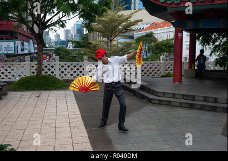 Republic of Singapore, fan dance at the People's Park Complex in Chinatown - Stock Photo