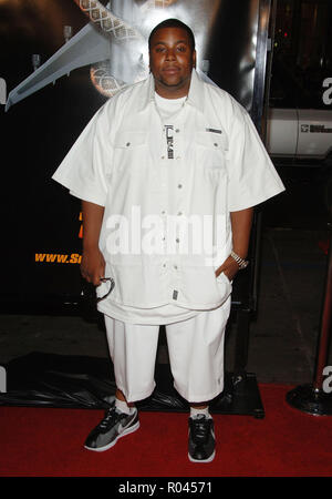 Kenan Thompson arriving at the SNAKE ON A PLANE Premiere at the Chinese Theatre Los Angeles. August 17, 2006.ThompsonKenan048 Red Carpet Event, Vertical, USA, Film Industry, Celebrities,  Photography, Bestof, Arts Culture and Entertainment, Topix Celebrities fashion /  Vertical, Best of, Event in Hollywood Life - California,  Red Carpet and backstage, USA, Film Industry, Celebrities,  movie celebrities, TV celebrities, Music celebrities, Photography, Bestof, Arts Culture and Entertainment,  Topix, vertical, one person,, from the year , 2006, inquiry tsuni@Gamma-USA.com Fashion - Full Length - Stock Photo