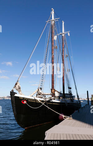 Adventure, a 1926, gaff rigged knockabout schooner, moored in Boston Harbour, - Stock Photo
