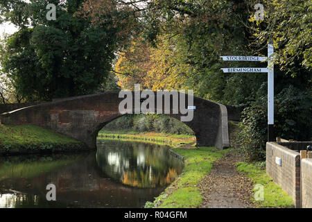 The canal basin where the Stourbridge canal joins the Staffordshire and Worcestershire canal at Stourton, Staffordshire, UK. - Stock Photo