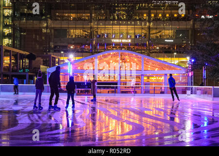 Canary Wharf, London, UK, 1st Nov 2018. Skaters on the ice. The Canary Wharf ice rink 2018 is launched with a party on the winter terrace and skate session. The ice rink is the only one in London with a 40 sq, metre LED screen, providing a colourful backdrop skaters can upload photos to. Credit: Imageplotter News and Sports/Alamy Live News - Stock Photo