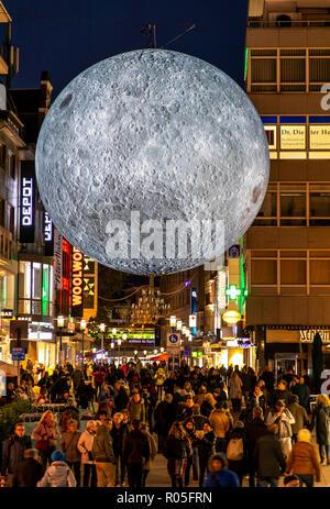 Essen Light Festival, Lichtkunst Installationen in der Innenstadt von Essen, Museum of the Moon, gro§er leuchtender Mond aus NASA Fotos, Kettwiger Str - Stock Photo