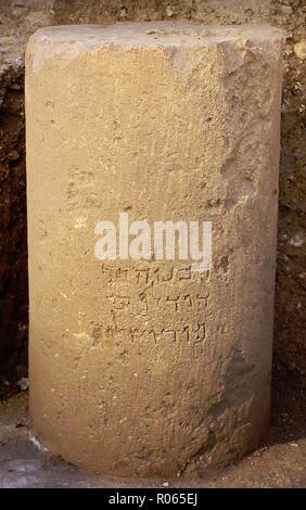 "6373. Pillar inscribed ""Hananiah son of Dodalos of Jerusalem"" excavated in Jerusalem dating c. 1st. C. AD. - Stock Photo"