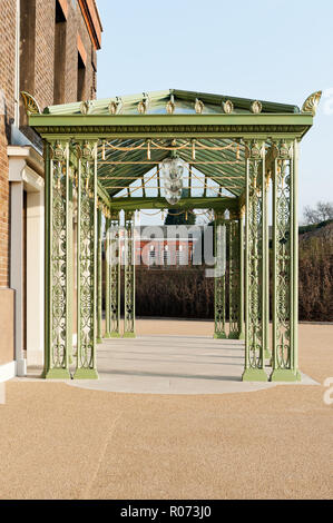 Wrought iron entrance canopy added to Kensington Palace to celebrate Queen Elizabeth II's Diamond Jubilee - Stock Photo