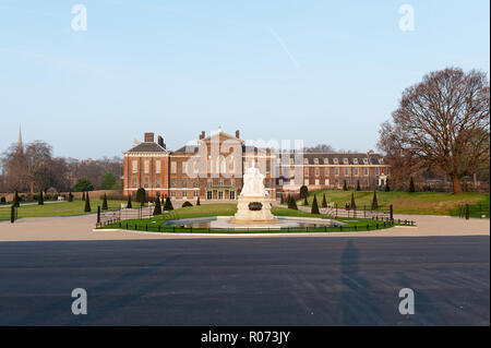 Statue of Queen Victoria in grounds of Kensington Palace, London, UK - Stock Photo