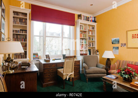Desk in bedroom with recessed bookcase - Stock Photo