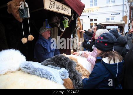 Christmas market in the old town of Lüneburg, Lueneburg, Weihnachtsmarkt in der Altstadt, Verkaufsstand, Lower Saxony, Germany, Europe - Stock Photo
