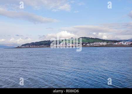 Looking into the North end of Largs across the water from the pierhead with Knockhill visable as well on a cold Octobers day in winter. - Stock Photo
