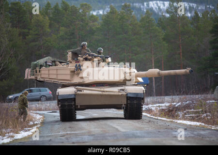 Molde Fjords, Norway. 01st Nov, 2018. U.S. Marines with 2nd Tank Battalion, 2nd Marine Division, position a M1A1 Abrams Battle Tank during Exercise Trident Juncture 18 November 1, 2018 in Oppdal, Norway. The multi-national exercise is the largest NATO exercise since 2015, and includes more than 50,000 military members from 31 countries. Credit: Planetpix/Alamy Live News - Stock Photo