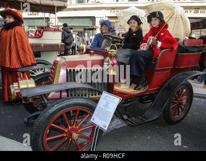 London, UK. 3 November 2018.  Bonhams London to Brighton Veteran Car Run 2018 this year the celebration will be  be  the 122nd anniversary of the original Emancipation Run of 1896 which celebrated the passing into law the Locomotives on the Highway Act so raising the speed limit for 'light automobiles' from 4 mph to 14 mph and abolishing the need for a man to walk in front of all vehicles waving a red flag.@Paul Quezada-Neiman/Alamy Live News - Stock Photo