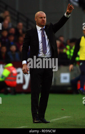 London, UK. 03rd Nov, 2018. Burnley Manager Sean Dyche in action. Premier League match, West Ham United v Burnley at the London Stadium, Queen Elizabeth Olympic Park in London on Saturday 3rd November 2018. this image may only be used for Editorial purposes. Editorial use only, license required for commercial use. No use in betting, games or a single club/league/player publications . pic by Steffan Bowen/Andrew Orchard sports photography/Alamy Live news Credit: Andrew Orchard sports photography/Alamy Live News - Stock Photo