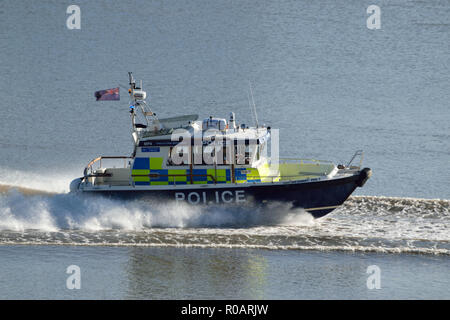 Met Police boat involved in rescue operation on the River Thames in East London - Stock Photo