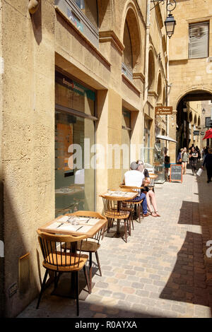 Passage Agard, a narrow pedestrianised lane with shops and cafes in Aix-en-Provence, France. - Stock Photo