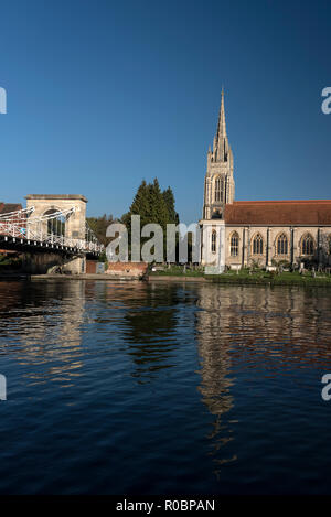 All Saints Church and the suspension bride on the river Thames at Marlow in Buckinghamshire, Britain   The Victorian suspension bridge was designed an - Stock Photo