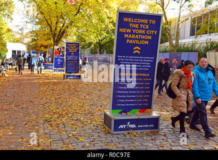 NEW YORK CIRCA NOVEMBER 2018.  Paid and volunteer workers and NYPD preparing for the NYC Marathon which will see thousands of athlete runners and tour - Stock Photo