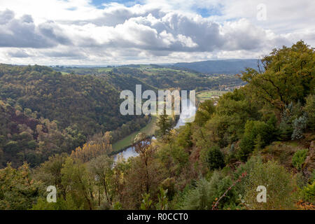 The valley of the Lot river, in Autumn (France). Near the 'Port d'Agrès', the Lot -  tributary of the Garonne river - flows peacefully towards West. - Stock Photo