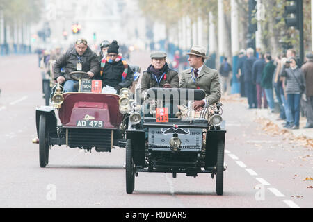 London UK. 4th November 2018 . Participants in  Pre 1905 four-wheeled cars  and antique automobiles drive down The Mall as they take part in the Bonhams London to Brighton 60 mile journey in the Veteran Car Run, the world's longest running motoring event.The Run commemorates the Emancipation Run of 14 November 1896, which celebrated the Locomotives on the Highway Act, when the speed limit for 'light locomotives' was raised from 4 mph to 14 mph, abolishing the need for vehicles to be preceded by a man on foot Credit: amer ghazzal/Alamy Live News - Stock Photo