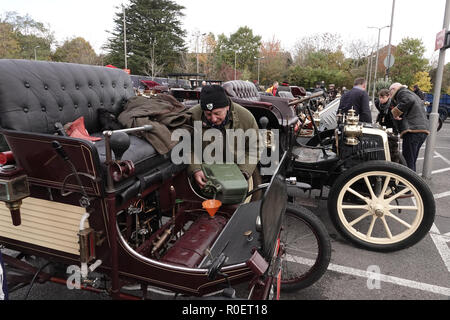Crawley, West Sussex, UK. 4th November, 2018  Crawley, West Sussex,  UK  Veteran automobile enthusiast refuels his veteran motor at the halfway stage where cars stopped at the Honda garage in Crawley on the Bonhams sponsored London to Brighton Veteran car run halfway stop at the Honda showroom in Crawley, Credit: Motofoto/Alamy Live News - Stock Photo