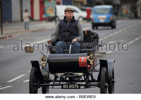 London, UK.. 4th Nov 2018. Vintage car in Streatham, London, UK, taking part in the 2018 London to Brighton Vintage Car Rally - 4th November 2018 Credit: Nick Wright/Alamy Live News - Stock Photo