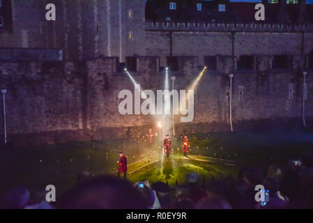 Tower of London, London, UK. 4th November 2018. Beyond the Deepening Shadow: The Tower Remembers the First World War. The moat of the tower is lit in the evening by flaming torches for eight days up to Armistice Day. Credit: Matthew Chattle/Alamy Live News - Stock Photo