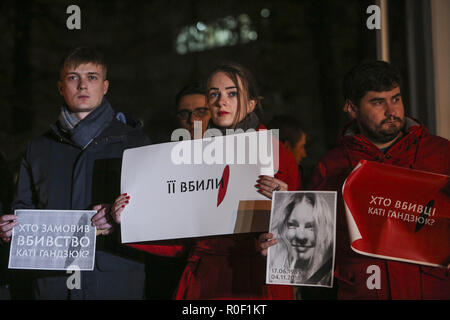 Kyiv, Ukraine. 4th Nov, 2018. Few hundred people come to the Internal Ministry with flovers, candles and placards which say ''Who ordered the attack on Handzyuk?'' in Kyiv, Ukraine, November 4, 2018. Ukrainian anti-corruption campaigner Kateryna Handzyuk, seriously injured in an acid attack in July, has died in hospital on Sunday, Nov.4, 2018. Credit: Sergii Kharchenko/ZUMA Wire/Alamy Live News - Stock Photo