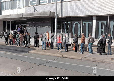 Cleveland, Ohio, USA.  4th Nov, 2018.  Voters wait in line at the Cuyahoga County Board of Elections in downtown Cleveland, Ohio, USA.  They are part of the unprecedented number of early voters who across the US are voting prior to the November 6, 2018 Election Day.  Credit: Mark Kanning/Alamy Live News - Stock Photo