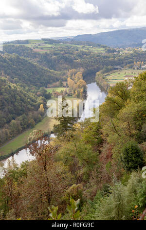 The valley of the Lot river, in Autumn (Saint Parthem - Aveyron- Midi Pyrenees - France), downstream from the castle of Gironde. - Stock Photo