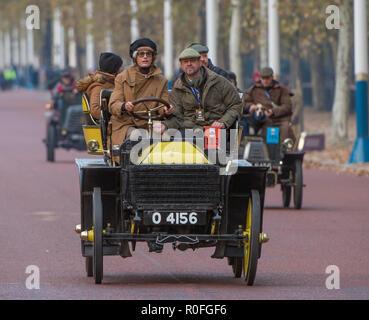 Yasmin Le Bon driving a 1901 Wolesley of the British Motor Museum along The Mall at the Bonhams London to Brighton Veteran Car Run 2018. - Stock Photo