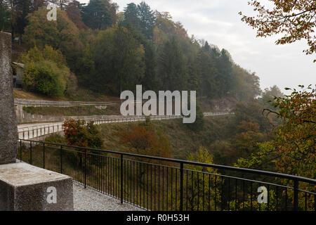 Views on parks and autumn villages - Viste su parchi e villaggi autunnali - Blick auf Parks und Herbstdörfer - Stock Photo