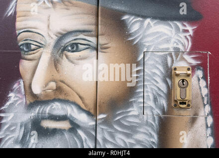04 November 2018, North Rhine-Westphalia, Düsseldorf: A presentation of Gerhard Mercator is sprayed on a telecommunications box next to the Mercator House in downtown Duisburg. Gerhard Mercator (1512-1594), the most important geographer and cartographer of his time and one of the most important scholars of the 16th century, lived in Duisburg from 1592 until his death in 1594. Photo: Frank Rumpenhorst/dpa - Stock Photo