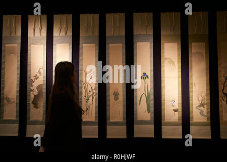 London, UK. 5th Nov, 2018. Asian Art Week photocall takes place at Bonhams New Bond Street, London. The preview is for Bonhams Fine Japanese, Fine Chinese and The Ollivier Collection of Early Chinese Art: A Journey Through Time sales which take place on the 8th November 2018. Credit: Keith Larby/Alamy Live News - Stock Photo