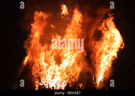Leeds, West Yorkshire. 5th November 2018. Bonfire celebrations at Springhead Park in Rothwell. Credit: Yorkshire Pics/Alamy Live News - Stock Photo