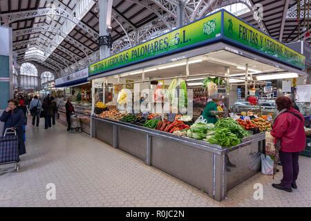 Fruit stall in Mercado Central de Valencia, Valencian Art Nouveau architecture, Valencia, Spain - Stock Photo