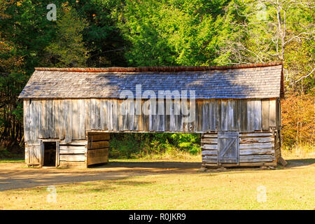 Double crib barn in Cades Cove, Cable Mill Historic area, Smoky Mountains National Park - Stock Photo