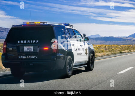 September 29, 2018 Lee Vining / CA / USA - Mono County Sheriff Police car driving on highway 395, Eastern Sierra mountains - Stock Photo