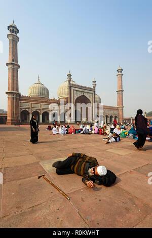 Indian pilgrims in front of the Jama Masjid Mosque, Old Delhi, Delhi, India - Stock Photo