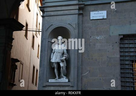 Piazzale degli Uffizi in the historic centre of Florence with the statue of Cellini by Ulisse Cambi - Stock Photo