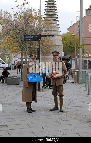 Weston-super-Mare, UK. 5th November, 2018. Two men in World War I British army uniform sell poppies in the week leading up to the centenary of the end of the war. Keith Ramsey/Alamy Live News - Stock Photo