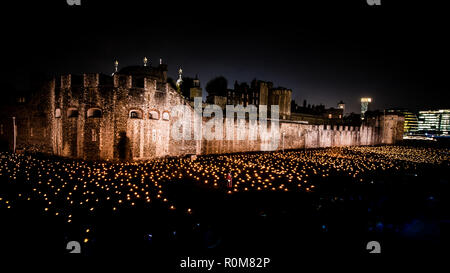 London, UK. 5th Nov 2018. Beyond the Deepening Shadow at The Tower of London. A stunning & moving installation of 10,000 burning flames to mark the centenary of Armistice Day at the end of the first World War.  Credit: IAN SKELTON/Alamy Live News - Stock Photo
