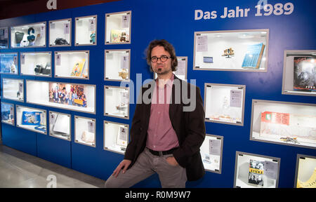 Berlin, Germany. 05th Nov, 2018. Sören Marotz, exhibition director of the GDR Museum, is on the occasion of a preview of the exhibition 'Jahrgang '89 - Die Kinder der Wende' at the GDR Museum in Mitte. The new cabinet exhibition will open on the anniversary of the fall of the Berlin Wall, 09.11.2018. (to 'New Exhibition in Berlin: Born 1989 - The Children of the Fall of the Wall' from 06.11.2018) Credit: Bernd von Jutrczenka/dpa/Alamy Live News - Stock Photo