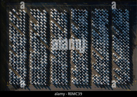 St Petersburg, Russia. 05th Nov, 2018. ST PETERSBURG, RUSSIA - NOVEMBER 5, 2018: An aerial view of cars manufactured at a Toyota Motor Corporation car plant. Anton Vaganov/TASS Credit: ITAR-TASS News Agency/Alamy Live News - Stock Photo
