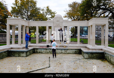 Brighton UK 6th November 2018 - Brighton War Memorial being cleaned today in readiness for the 100th anniversary of the ending of World War One and Remembrance Day Service this coming Sunday on November 11th Credit: Simon Dack/Alamy Live News - Stock Photo