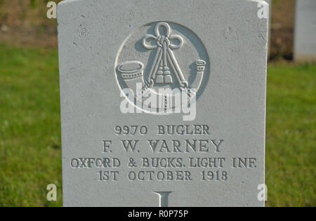 Headstone of Bugler F W Varney, Oxford and Buckinghamshire Light Infantry, Anneux British Cemetery, near Cambrai, France - Stock Photo
