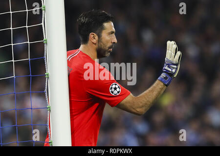 November 6, 2018 - Napoli, Campania, Italy, 2018-11-06, UEFA Champions league SSC Napoli - Paris Saint Germain in pictures Gianluigi Buffon goalkeeper of PSG Credit: Fabio Sasso/ZUMA Wire/Alamy Live News - Stock Photo